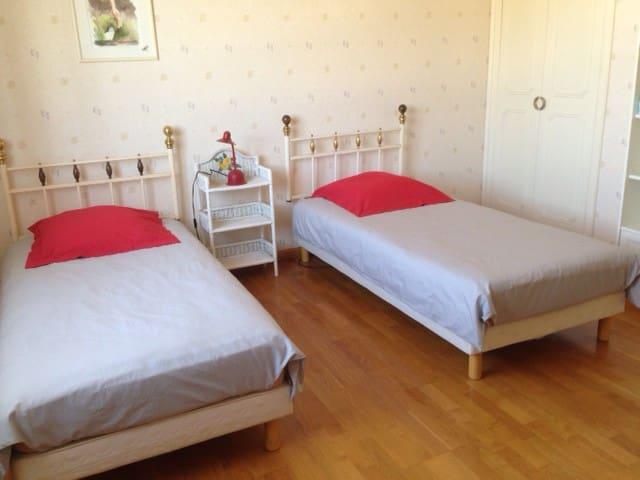 Votre chambre à deux lits de 90