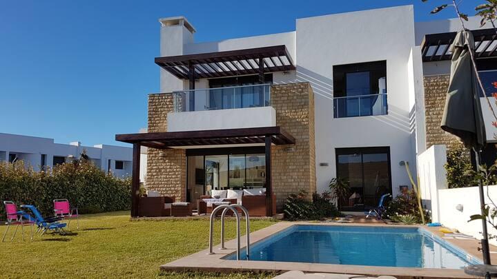 belle villa front golf avec piscine 300 m de plage