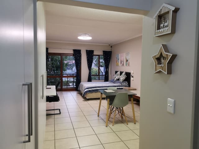 Lovely home at lonehill, close to Monte casino.
