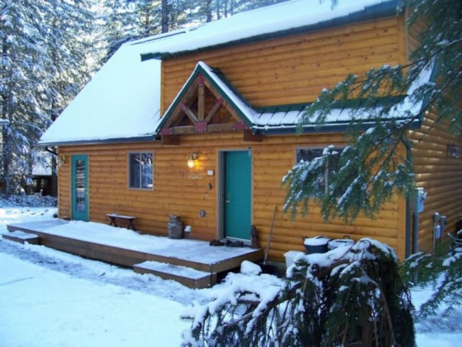 mt hood cabin has hot tub fireplace 99 special