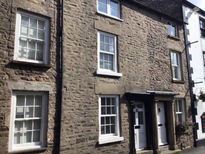 The Cottage on Fairbank - a perfect location!!
