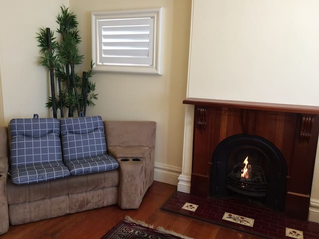 Two Large Comfortable Bedrooms in Summer Hill - Summer Hill