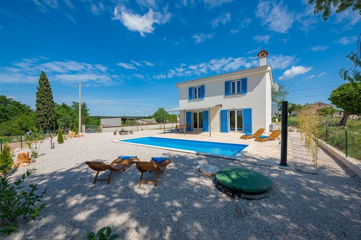 Charming Villa Shana with pool