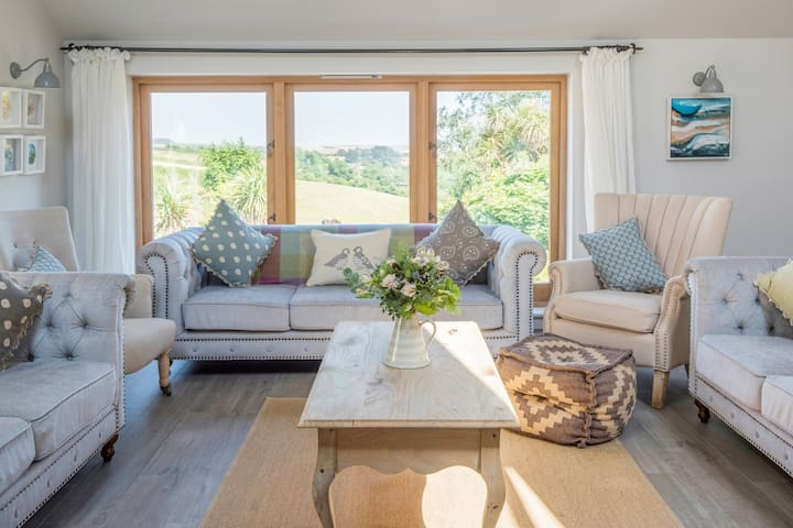 The Barn for 18 at Salcombe Farm