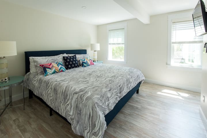 Rear king bedroom with on-suite bath. Bright and cheerful room when you want it, and adjustable blinds keep the light out when unwanted.