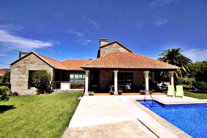 Luxurious villa with pool  - Vilanova - House