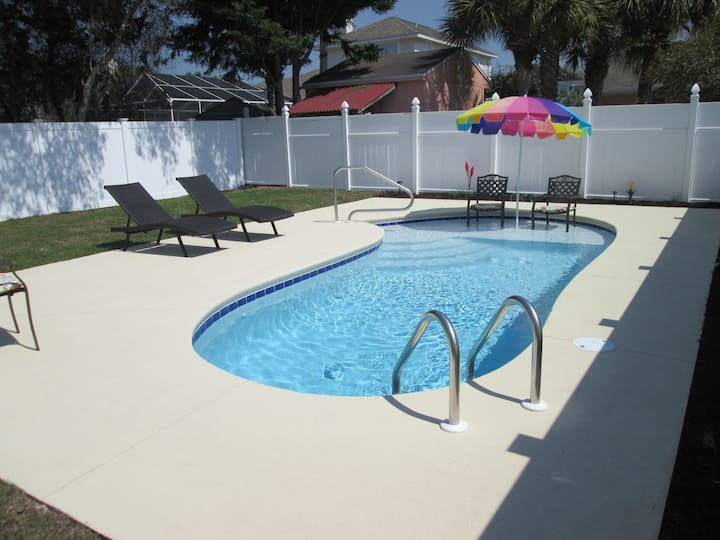 Don't Worry, Be Happy! 3BR/2BA Home w/Private Pool