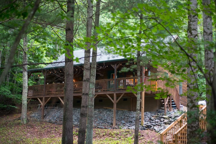 Living the Dream Cabin - Nestled in the trees in a scenic rural area near the Blue Ridge Parkway.