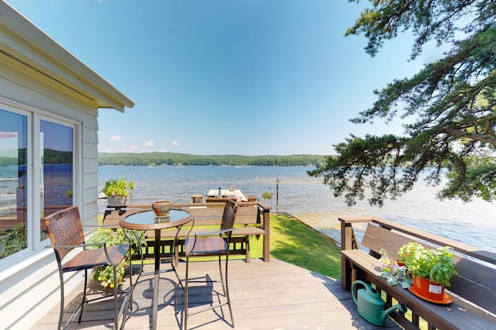 Lakefront home w/docks, deck, firepits, paddle boat, dogs OK