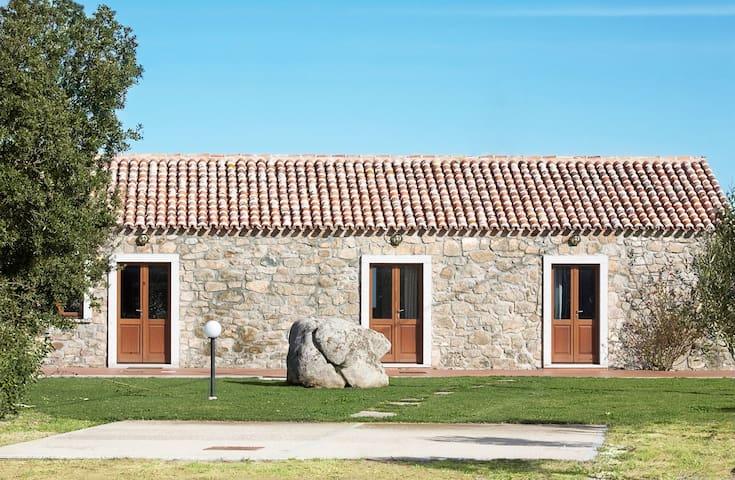 Bellissimo stazzo con 3 camere e 3 bagni - Aglientu - Townhouse