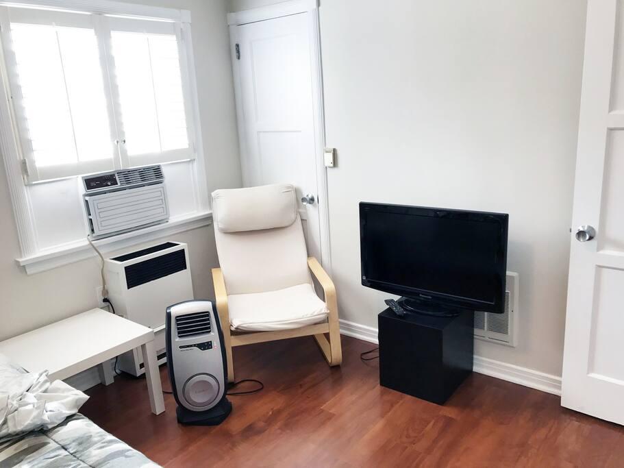 Heat, AC, TV, Chair