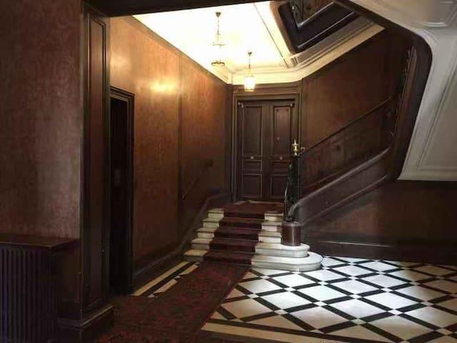Quiet classic appartement nearby Monceau Parc