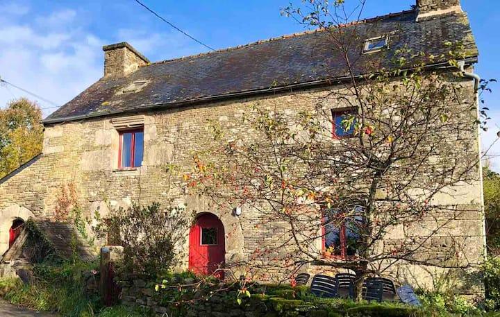 Authentic Breton cottage Le Coty