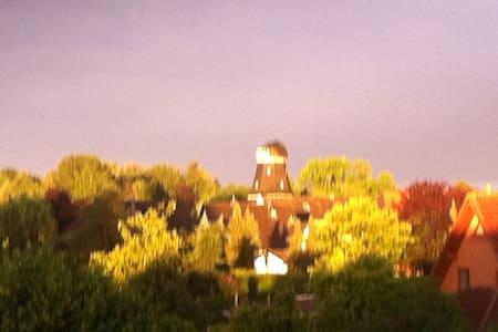 2 Etagen + Balkon - oder gemütliches Dachzimmer - Tarmstedt
