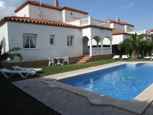 VILLA LAURA; Preciosa Villa con piscina privada - Miami Platja - Casa