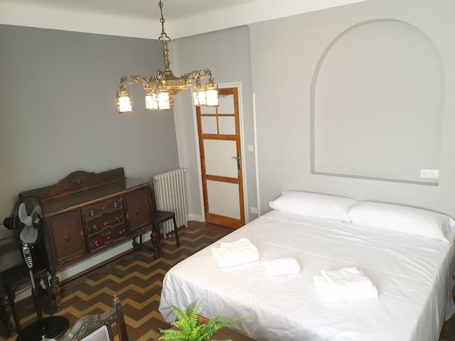 Madrid, Centro, GREAT LOCATION! Sup. Double Room