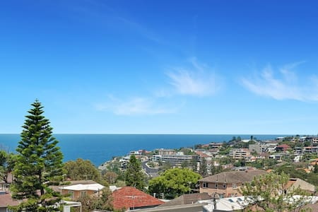 Bright bedroom in fully renovated two bedroom apartment. Set on the top floor of a well maintained security building, boasts stunning ocean views and light interiors. Located in a quiet Bronte street only a short walk to Bronte/Tama Beach.