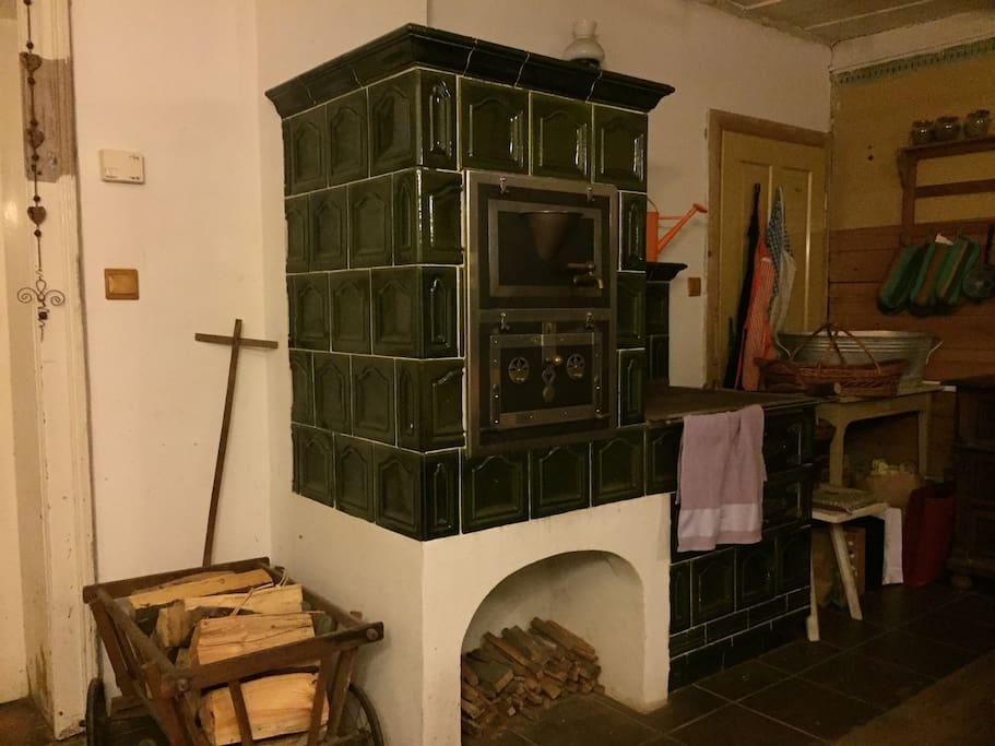 Traditional stove in the kitchen - kachlová kamna v kuchyni.