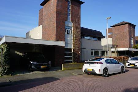 Large Villa near Leiden (5 bedroom), family! - Leiderdorp - Villa