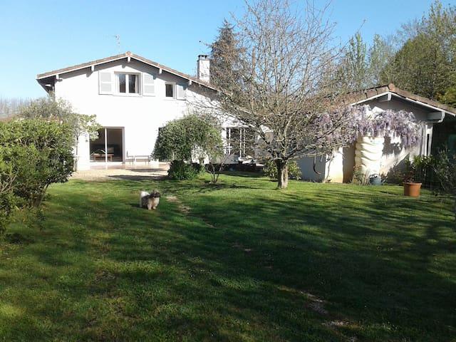 Maison avec piscine chauffée - Castelnau-Chalosse - Huis