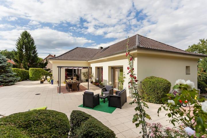 Deux chambres +salon  3 Pdj inclus près Strasbourg
