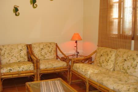 Casa em Mongaguá divisa com Itanhaém