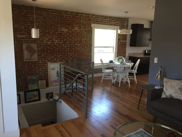 Charming Rowhome Close to Everything! - Denver - House