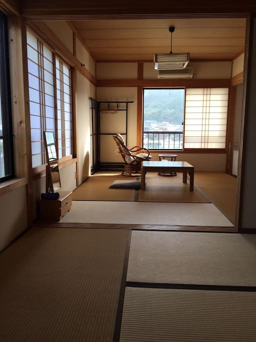 Simple Japanese room 広々畳の部屋