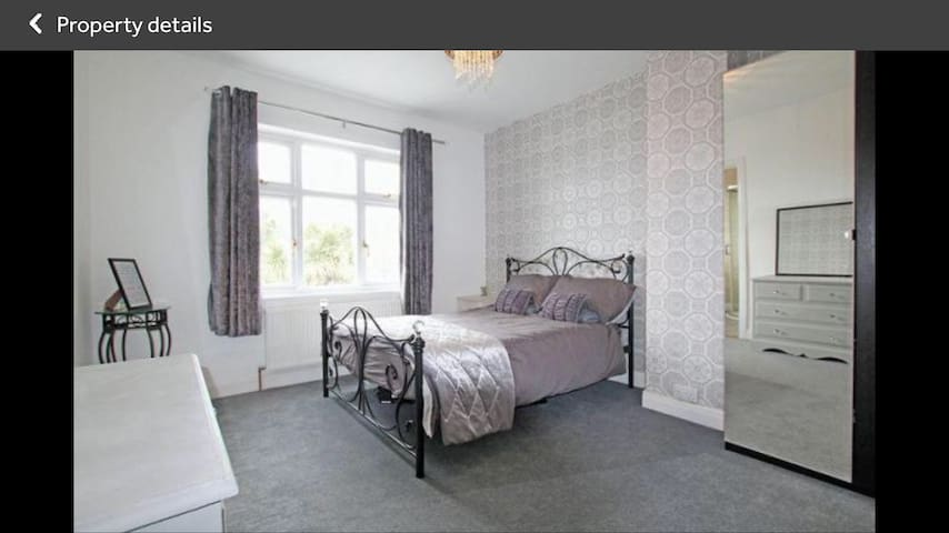 Double Room & En Suite Bathroom close to station
