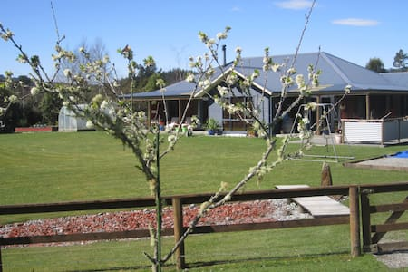 Relax in Rutherglen. Close to Shantytown - House