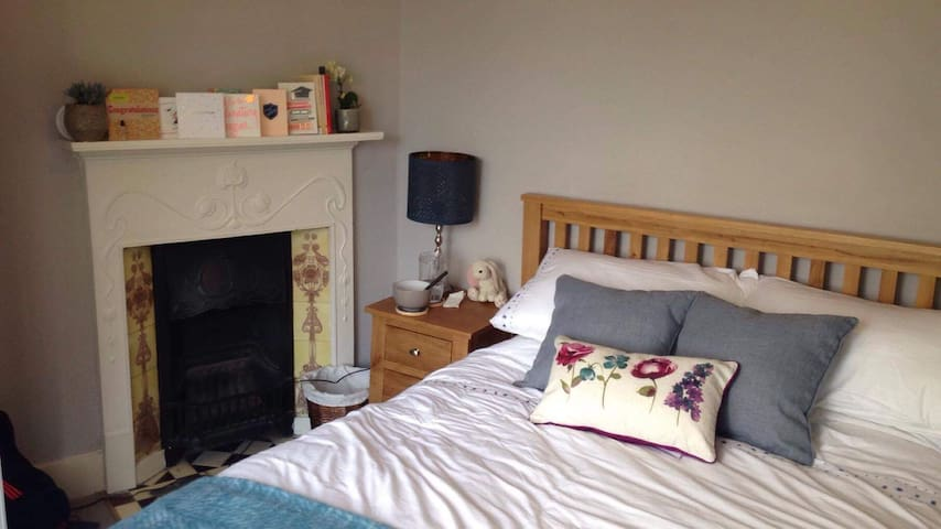 Bright double bedroom in West Dulwich