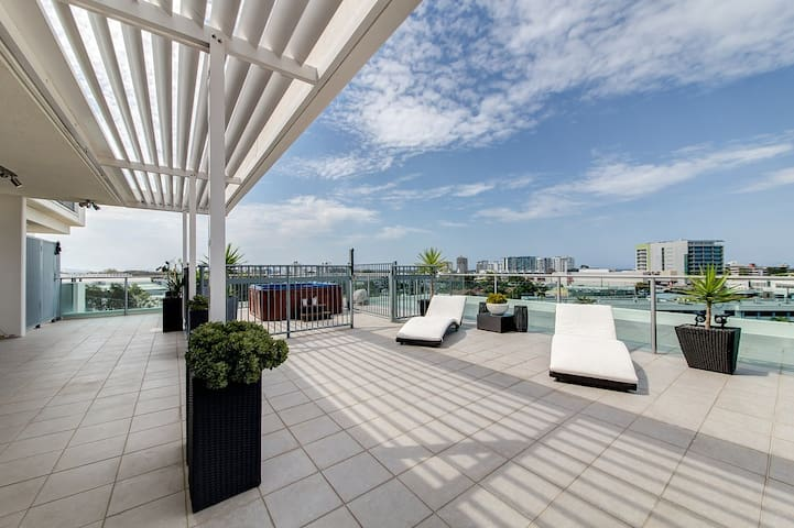 2 bedroom Sub-Penthouse 7th level Oasis - Maroochydore - Apartamento