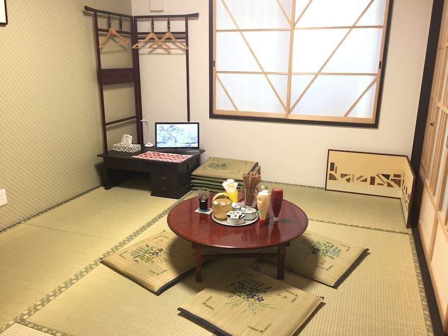 Breakfast; open 7:00~8:30 in the room 朱雀.