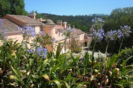 Quinta da Fonteireira 8p - Belas - 宾馆