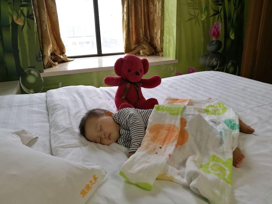 1.8m大床 干净舒适的床小宝贝安心入睡