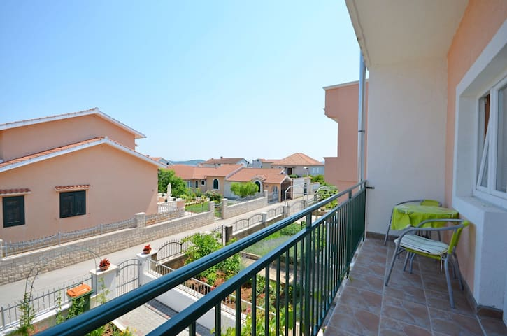 One bedroom Apartment, 150m from city center, in Vodice, Balcony