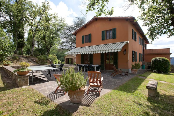 Rural Tuscany | Farmhouse with private garden