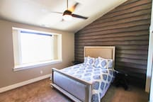 Upstairs Bedroom (Sleeps 2)
