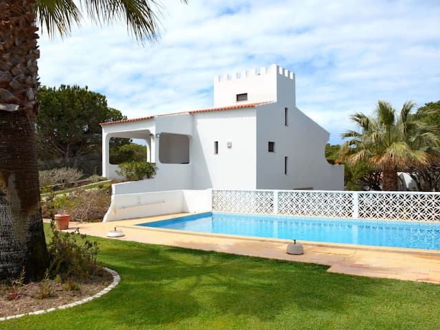 Holiday House Castelo for 6 persons in Vale do Lobo