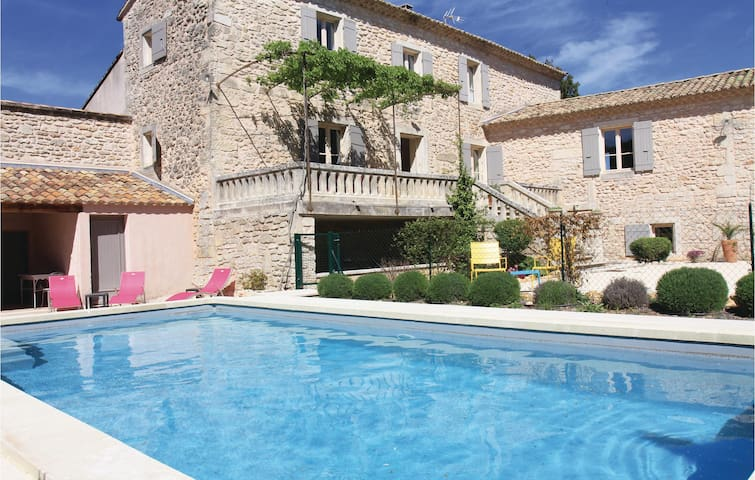 Holiday cottage with 6 bedrooms on 320m² in St. Restitut
