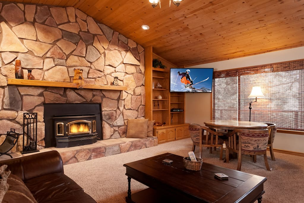 Cozy and Romantic Woodburning Fireplace with LCD Direct TV and Fast WiFi.