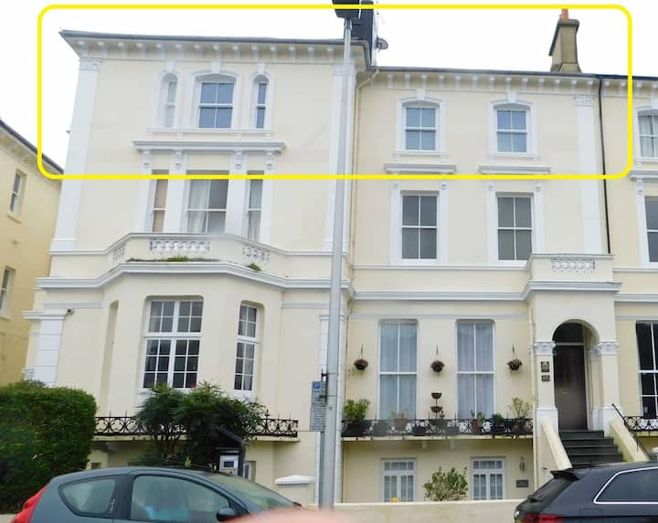 Central Location, Extremely Large Flat, Train & Beach 5 Minutes Walk