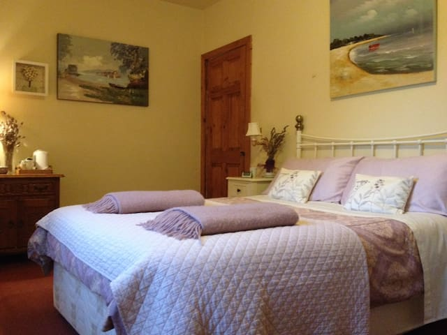 The second bedroom with ensuite bathroom can be rented at an additional rate, if more space is required.