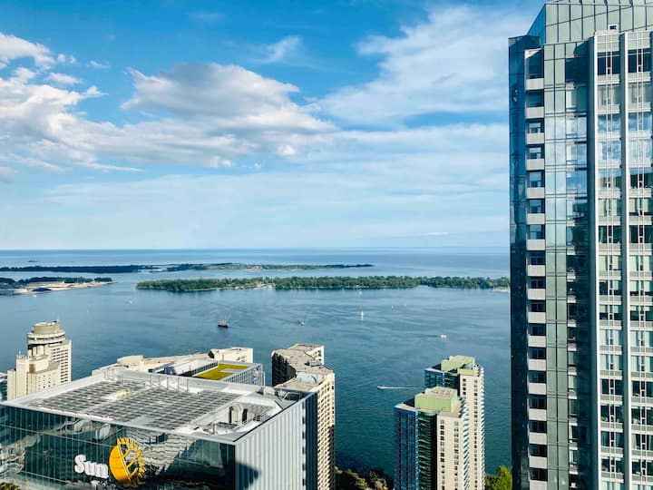 *RARE* Luxury Condo 59th Floor- Sweeping Lake View