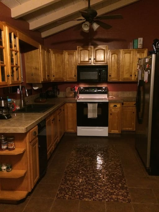 Large kitchen for your use