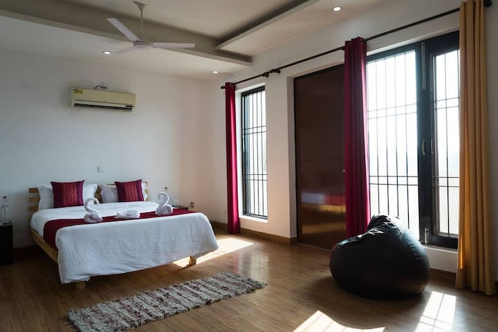 Celestial Home for Peace Loving Travellers - Noida - Bungalow