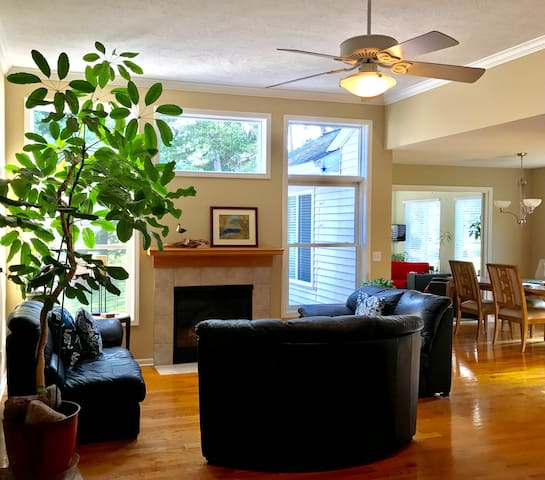 Spartan Country, Lovely Spacious House 3BD/3BA