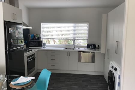 Kombi Cottage; new kiwi Bach perfect for couples
