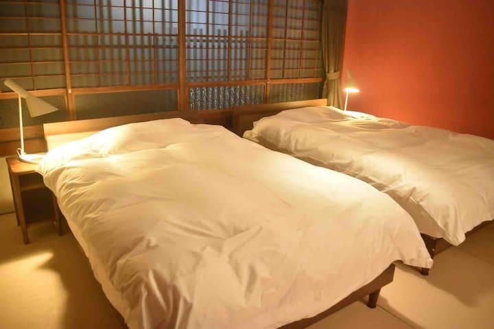 セミダブルのベッド2台