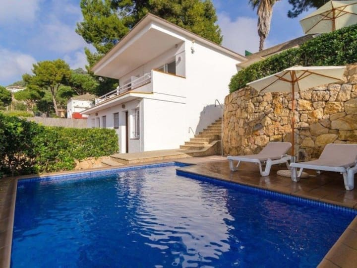 HOUSE WITH 4 APARTMENTS - 1.5 KM. FROM THE BEACH